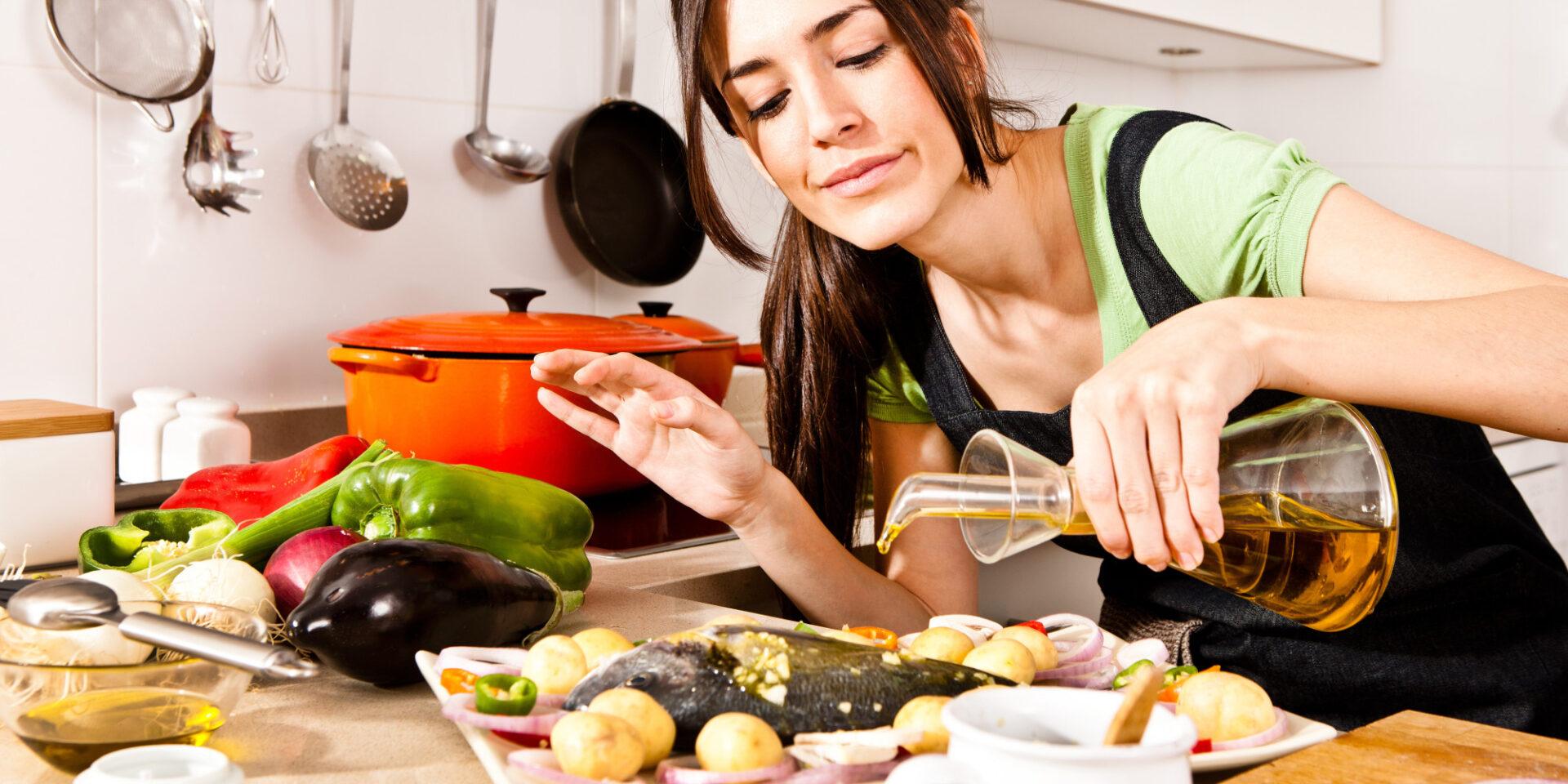 Képtalálatok a következőre: woman healthy food fish